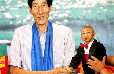 Contraste: O Maior e o Menor Homem do Mundo!