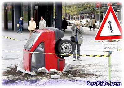 Carro Afundado no Concreto Assusta Alemães