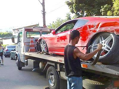 Acidente de Carro: Ferrari Batida