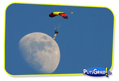 Momento PutsGrilo!com: Homem Pisa a Lua