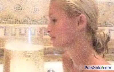 Paris Hilton na Banheira