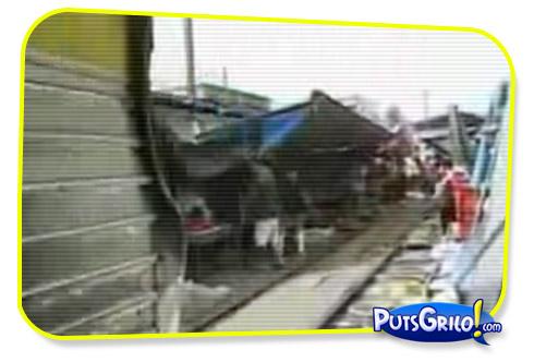 Vídeos Bizarros: Trem Atravessa Mercado de Bangkok