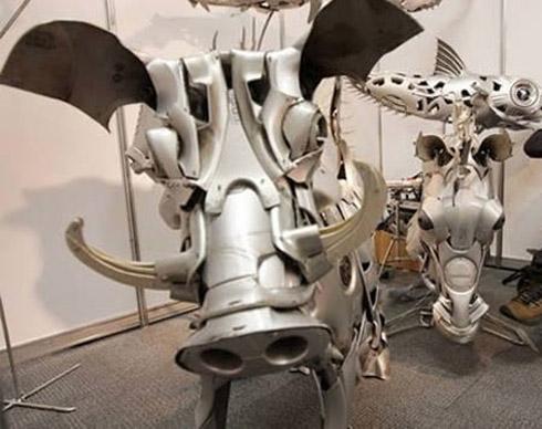 arte calota 4 Fotos: Esculturas De Calotas de Carros
