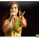 Ivete Sangalo cantando a música Minha Mulher Não Deixa Não