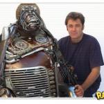 Esculturas feitas com peças velhas de carros