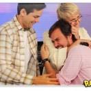 Paulinho Vilhena chora no programa da Xuxa