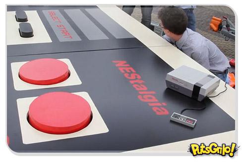 Nintendo 8 bits ganha joystick gigante