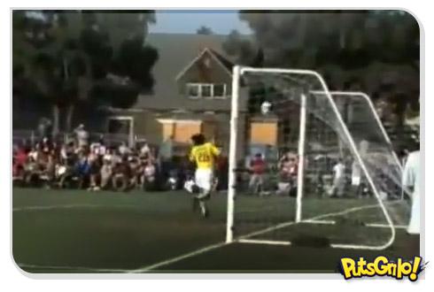 Gol inusitado no futebol feminino