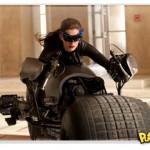 Anne Hathaway como Mulher Gato em Batman: O Cavaleiro das Trevas Ressurge