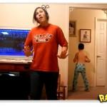 Trollando o vídeo de dança da irmã