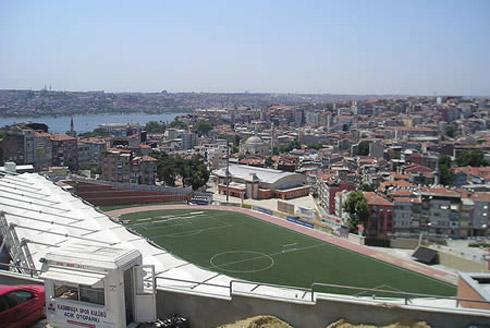 Fotos: Os Estádios Mais Curiosos do Mundo