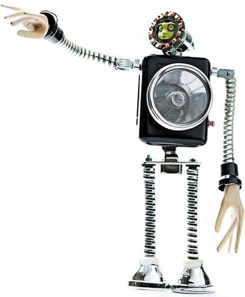 Fotos: Robôs de Material Reciclado